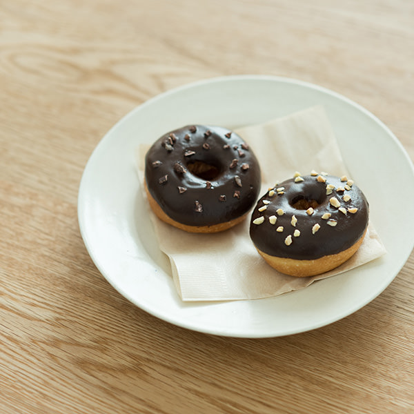 チョコ ドーナツ アーモンドクランチ / カカオニブ