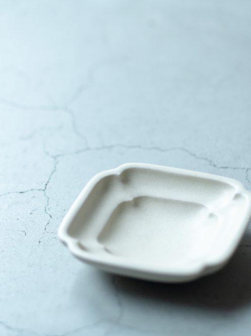awabi ware / 四方豆皿(アイボリー)